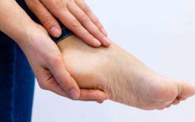 Για την καλύτερη δυνατή φροντίδα των ποδιών ..απέναντι σε όποια απειλή, χρησιμοποιείται πάντα τα Επώνυμα Φυτικά σκευάσματα της SamanDust